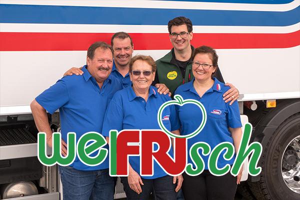 Geschäftsleitung von Friedli Gemüse und Ernst Welti AG vor LKW